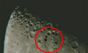 """""""ŠTO SAM DOVRAGA UPRAVO SNIMIO?"""" Tri nepoznata objekta snimljena kako prolaze pokraj Mjeseca (VIDEO)"""